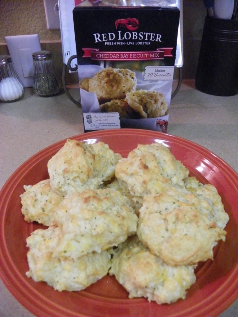 cheddar biscuits plate besdie Red Lobster box