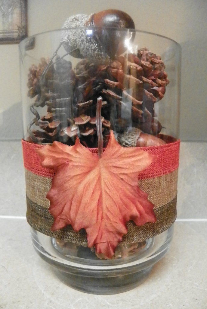 pine cone container decorated 01